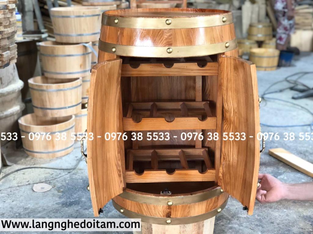 Thùng rượu trang trí có khay đựng rượu vang bên trong