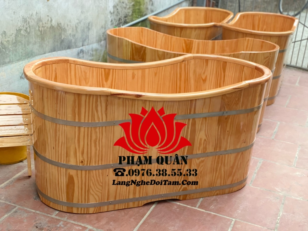bồn tắm gỗ bo viền trên miệng, với kt dài 1m35 rộng 65 cao 65