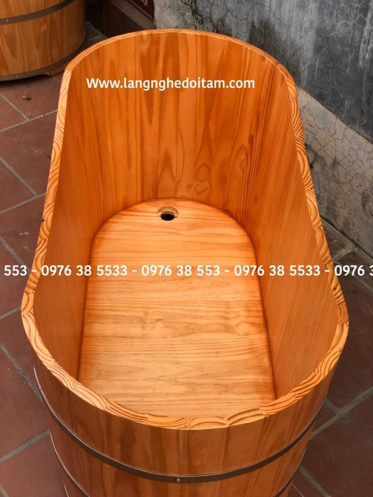 Bồn tắm gỗ cao cấp được cơ sở lọc bỏ những thanh gỗ có mắt đẻ đảm bảo chất lượng bồn tắm
