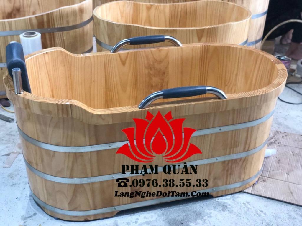Bồn tắm gỗ bo viền tay vịn, kt dài 1m35 * rộng 65cm * cao 65cm
