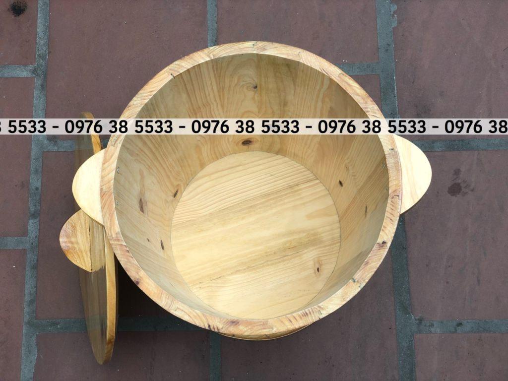 Bên trong thùng cơ sở để mộc nguyên chất của gỗ,dành cho quý khách đựng gạo bên trong