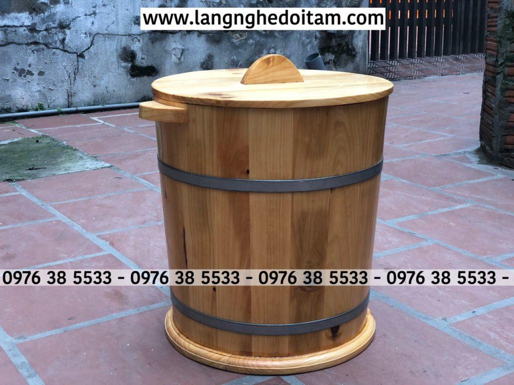 Thùng đựng gạo bằng gỗ thông rất tiện dụng trong gia đình