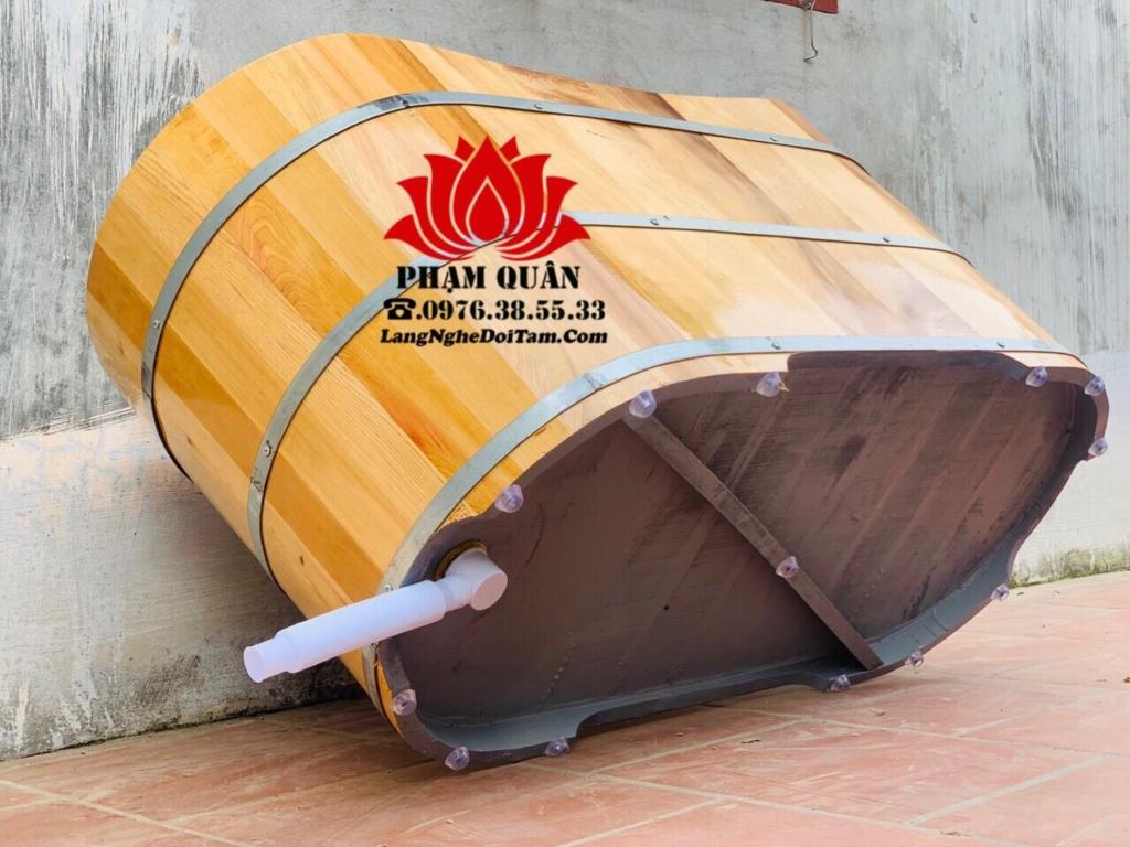 Phần đáy thùng được cơ sở rất bảo quán với việc sơn lót chống thấm + găn núm nhựa chống độ ẩm rất cao, tăng tuổi thọ cho bồn