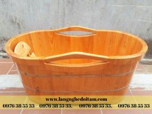 bán bồn tắm gỗ bo viền có tay cầm