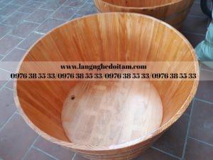 bồn tắm tròn to dáng đứng gỗ thông